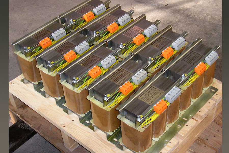 2.500 VA Three-Phase Transformers - Trasformatore Trifase.
