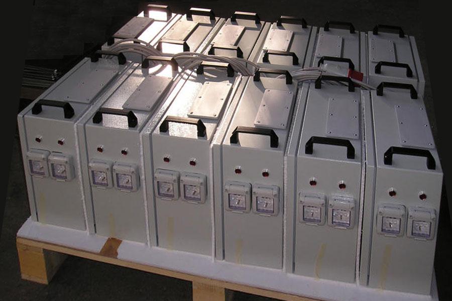 Trasformatori in cassetta per navi