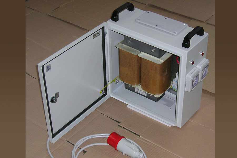Boxed portable autotransformer
