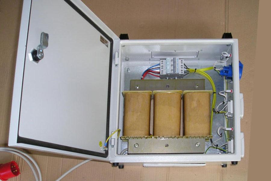 Boxed three phase autotransformer