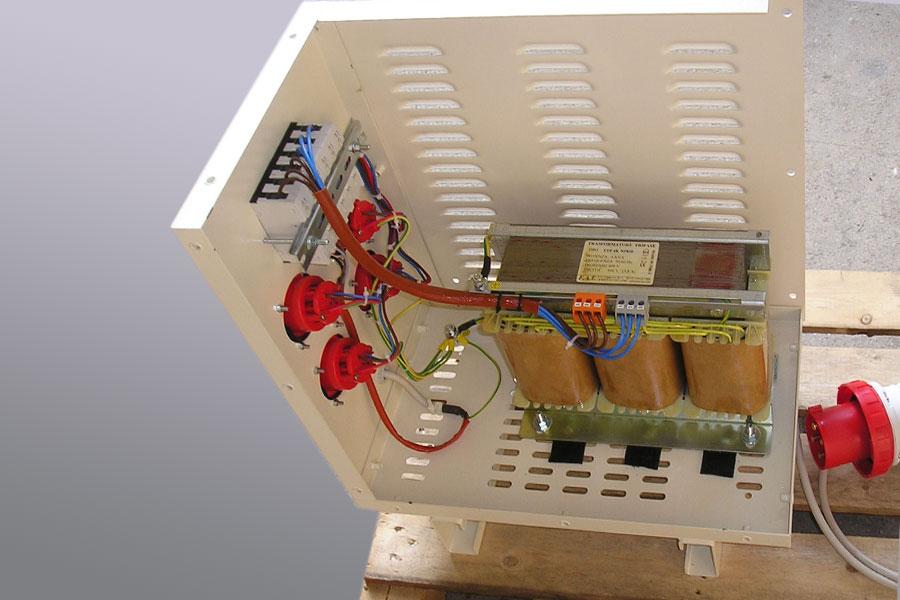 Transformador trifásico para sitio de construcción